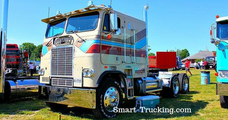 1983-freightliner-striped-clifford