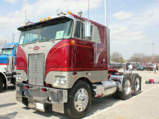 Peterbilt Cabover Cream Red