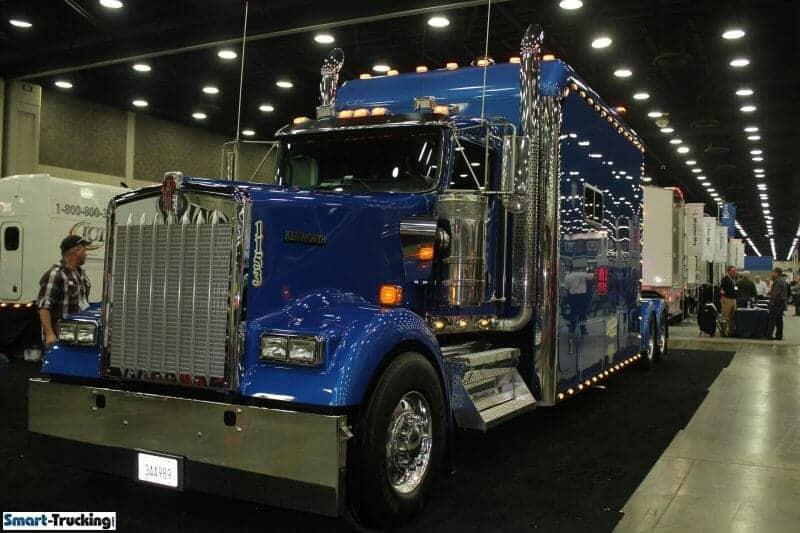 Kenworth Royal Blue W900 Custom Big Sleeper Berth Truck